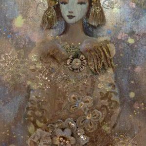 Art textile sur bois, femme en or et bronze.